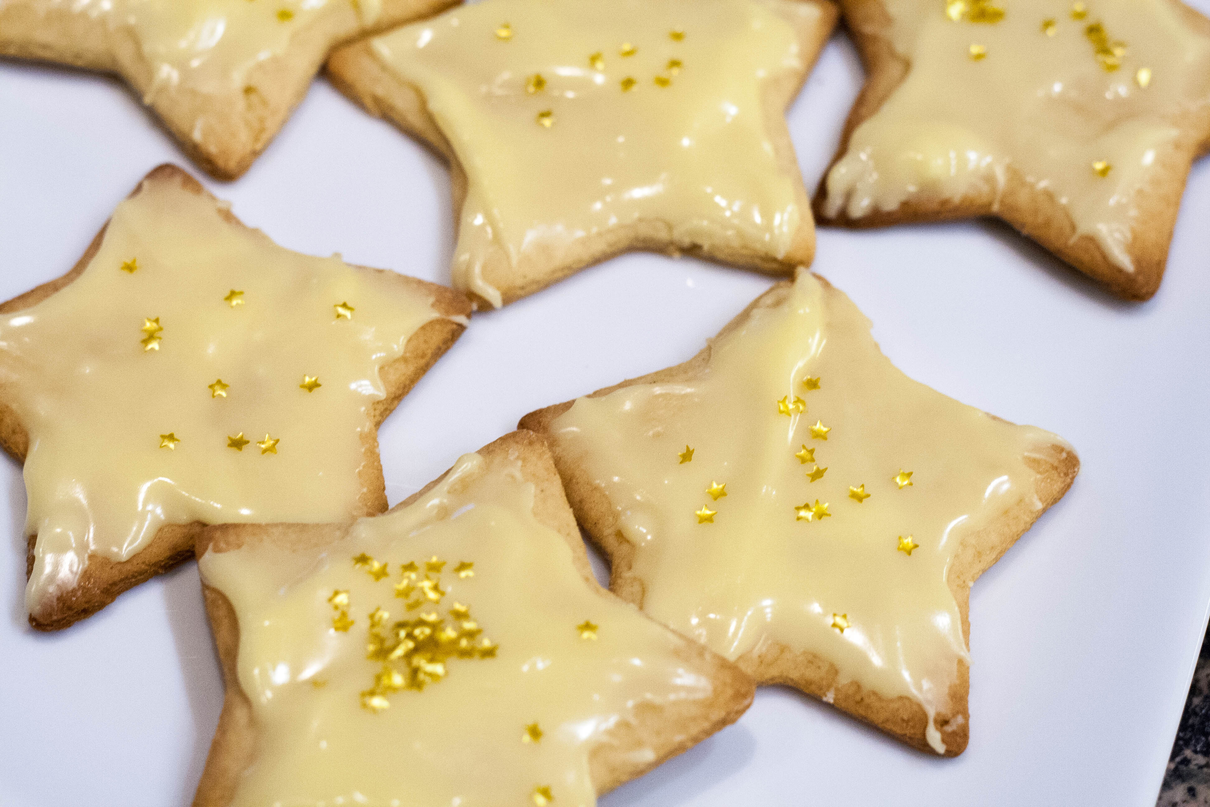 ... cookie i found gold star edible glitter to decorate the cookie with as