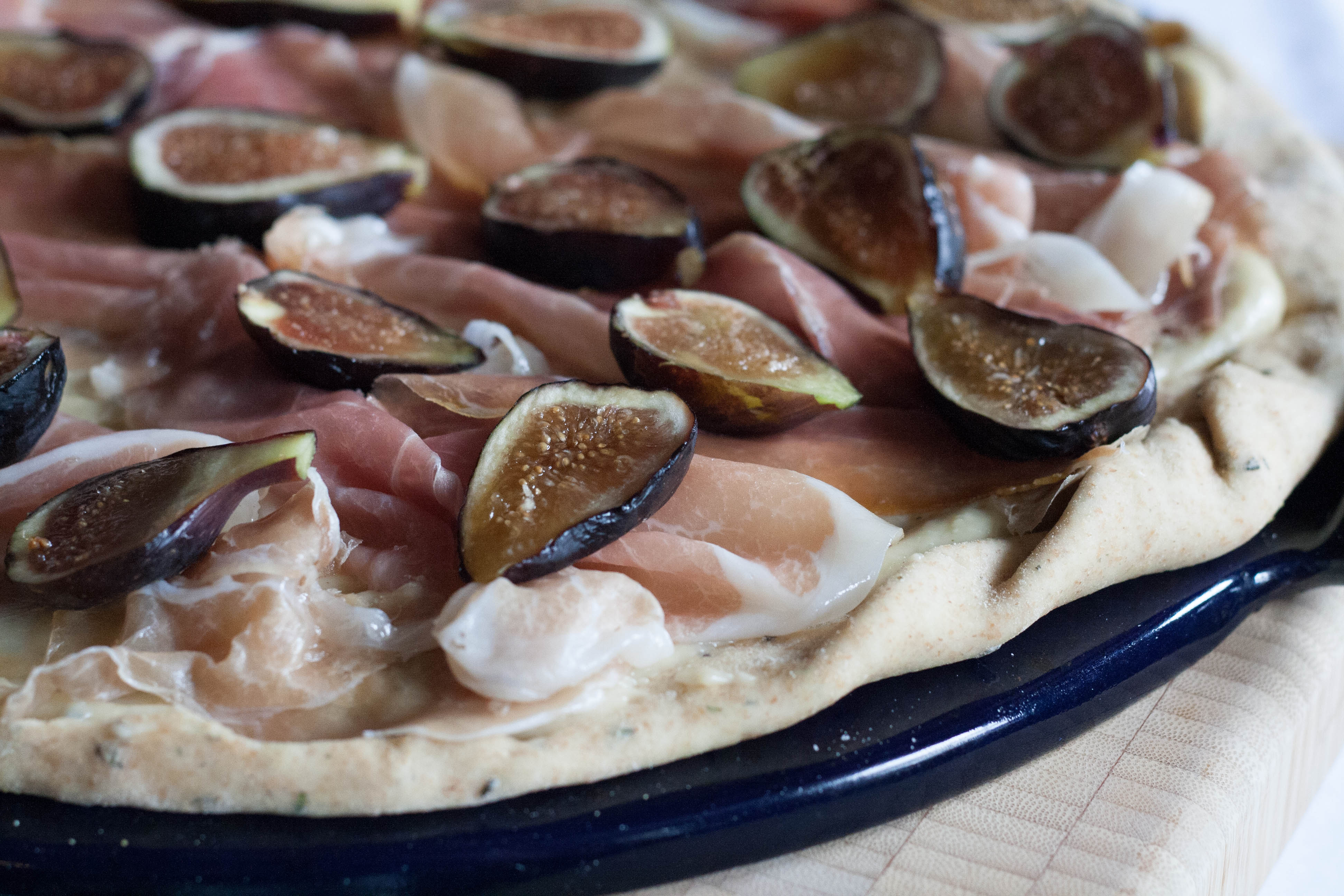 Fig and Prosciutto Pizza with Arugula cover with figs