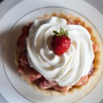 Fresh Strawberry Pie with Rhubarb Curd with cream